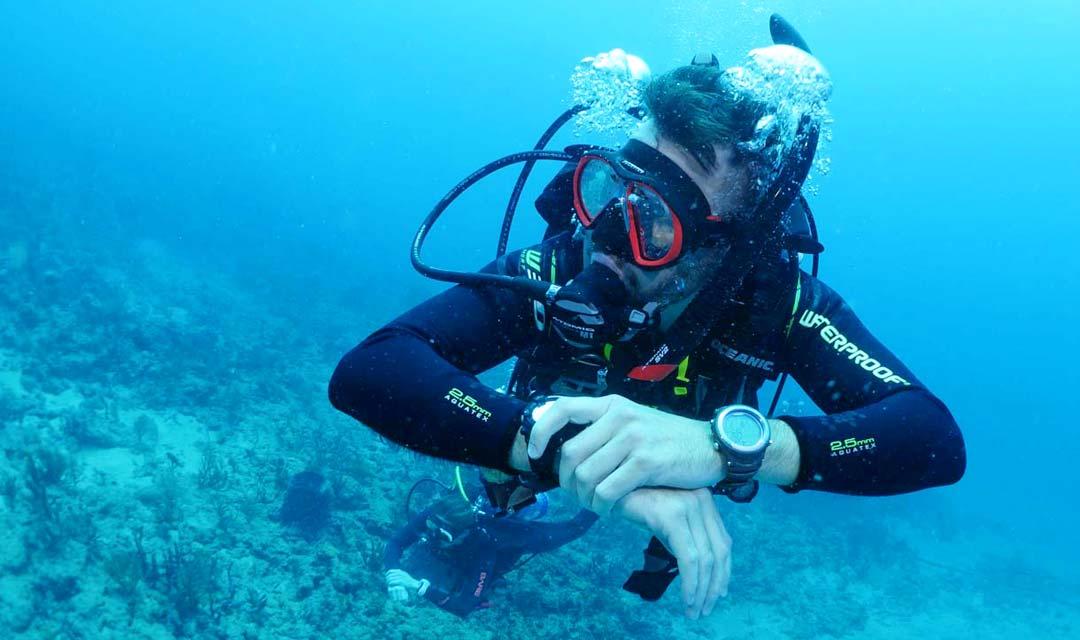 SDI-Diver-and-Dive-Computer-Photo