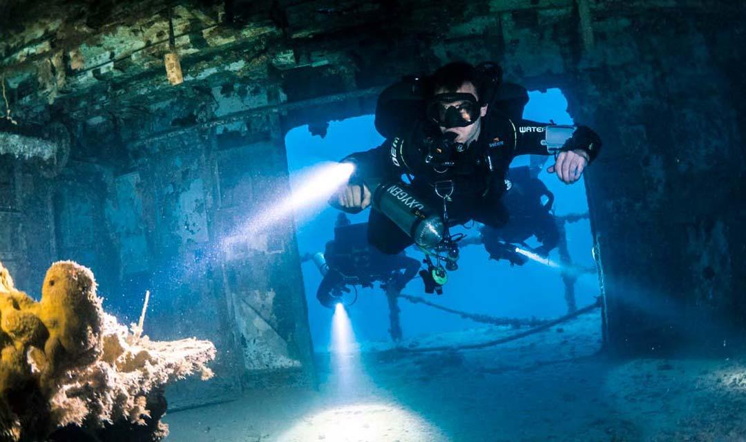 TDI-Divers-in-Dark-Wreck-Photo